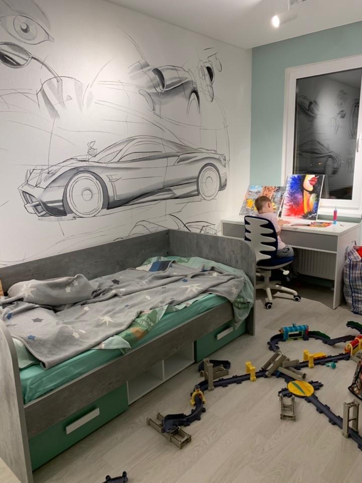Роспись стен в детской – Спорткар для мальчика
