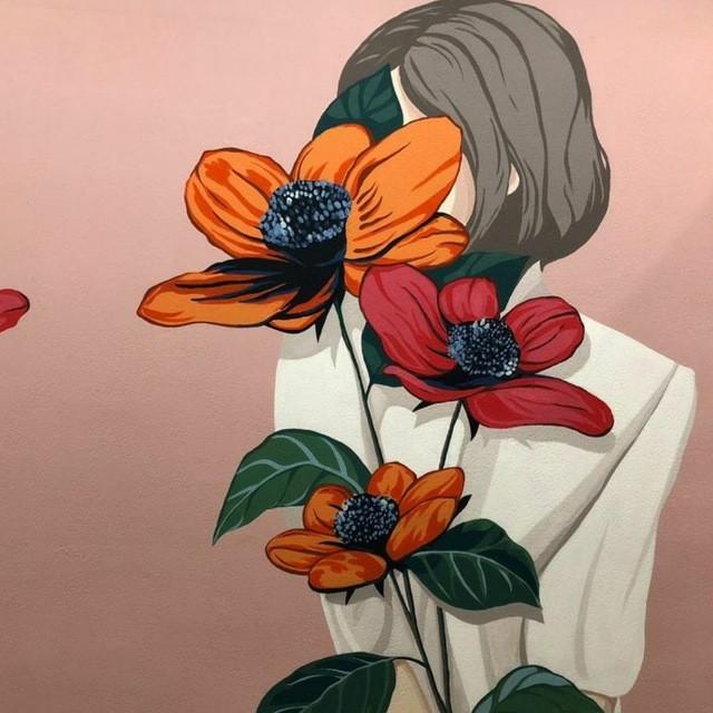 девушка и цветок стены