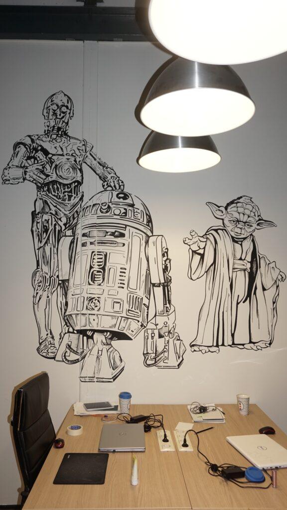 звездные войны и йода на стене рисунок