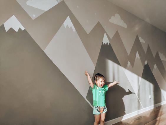 горы в детской комнате