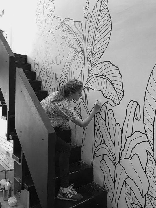 черно белая роспись стен