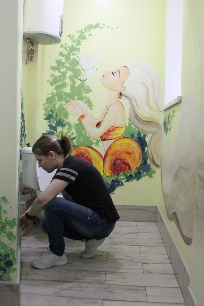 роспись стен в туалете