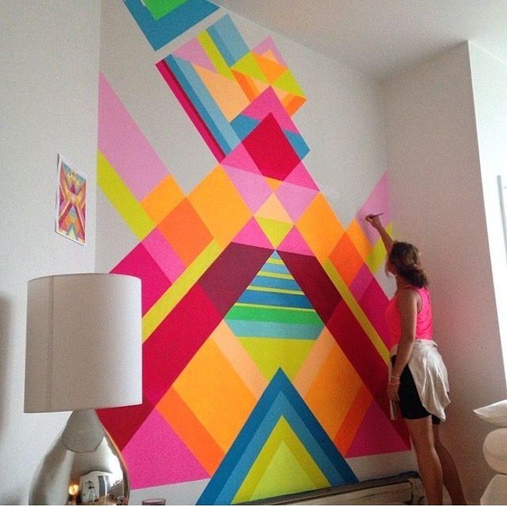 абстракция на стене гостиной