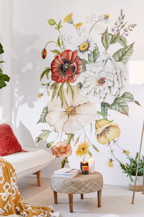 красивые цветы на стене