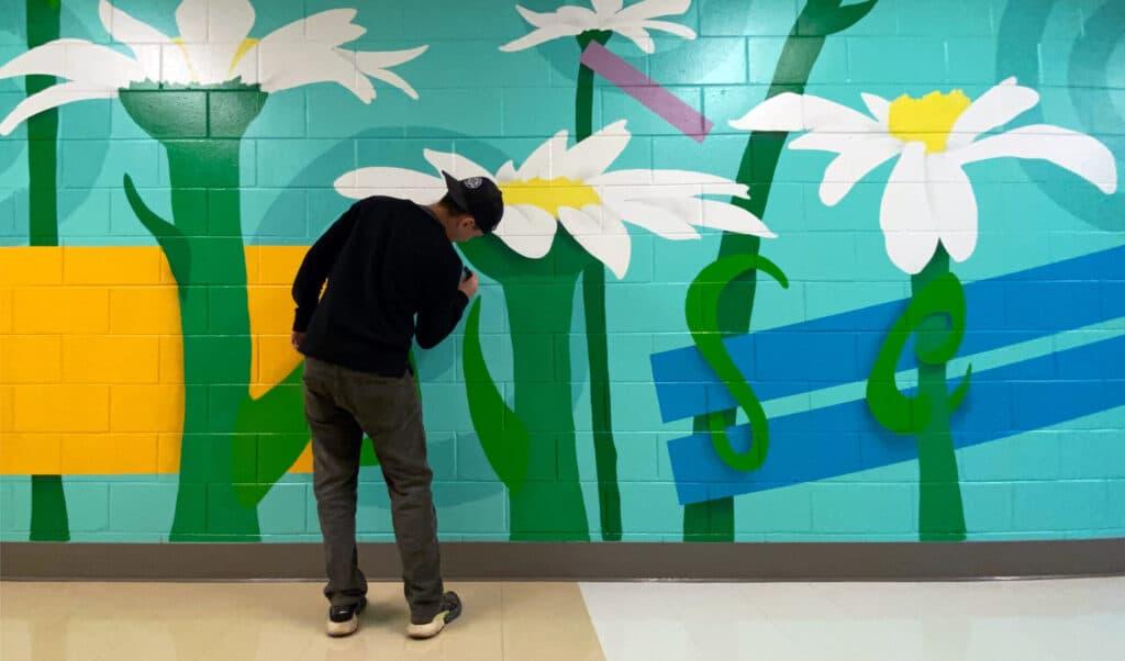 цветы на кирпичной стене