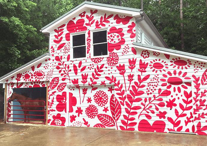 фасад дома в цветах