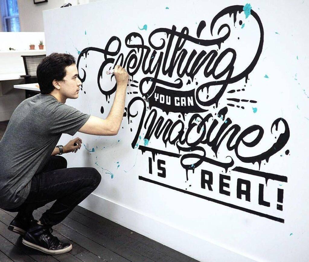 надпись на стене маркером