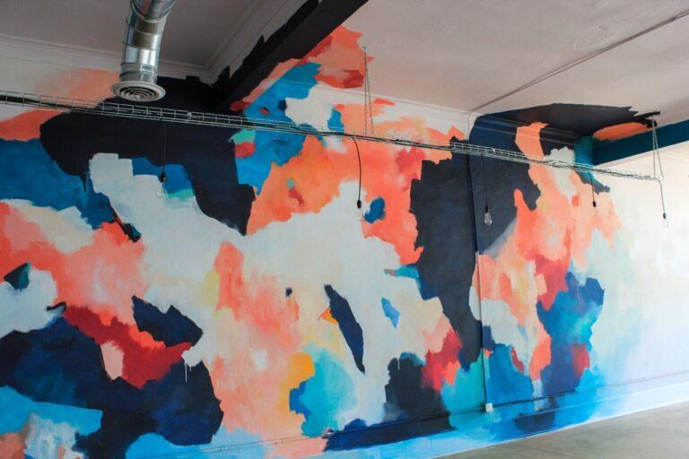 Абстракция на стене – Заказать
