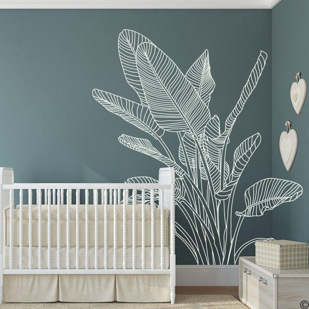 листья тропические на стенке