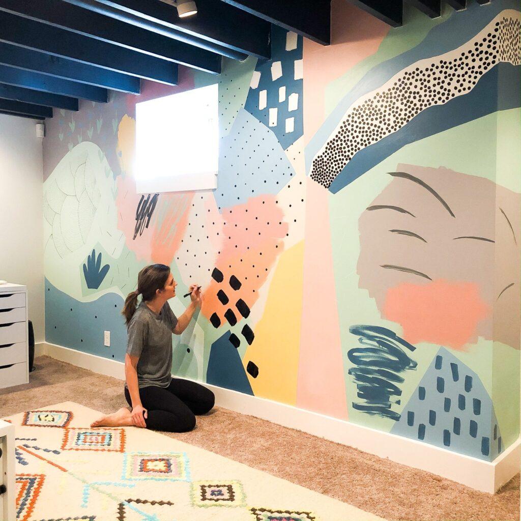 абстрактный рисунок на стене в стиле неомемфис