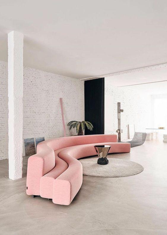 розовый диван змея
