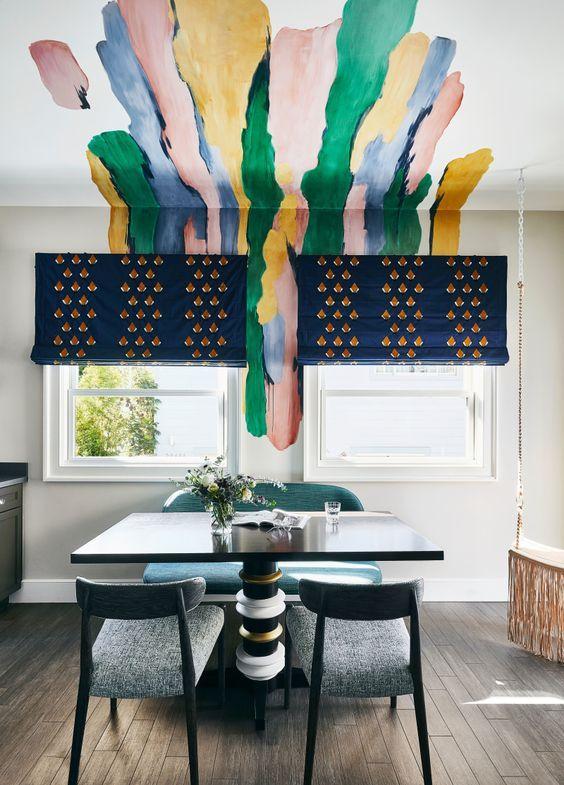 цветные узоры на стене