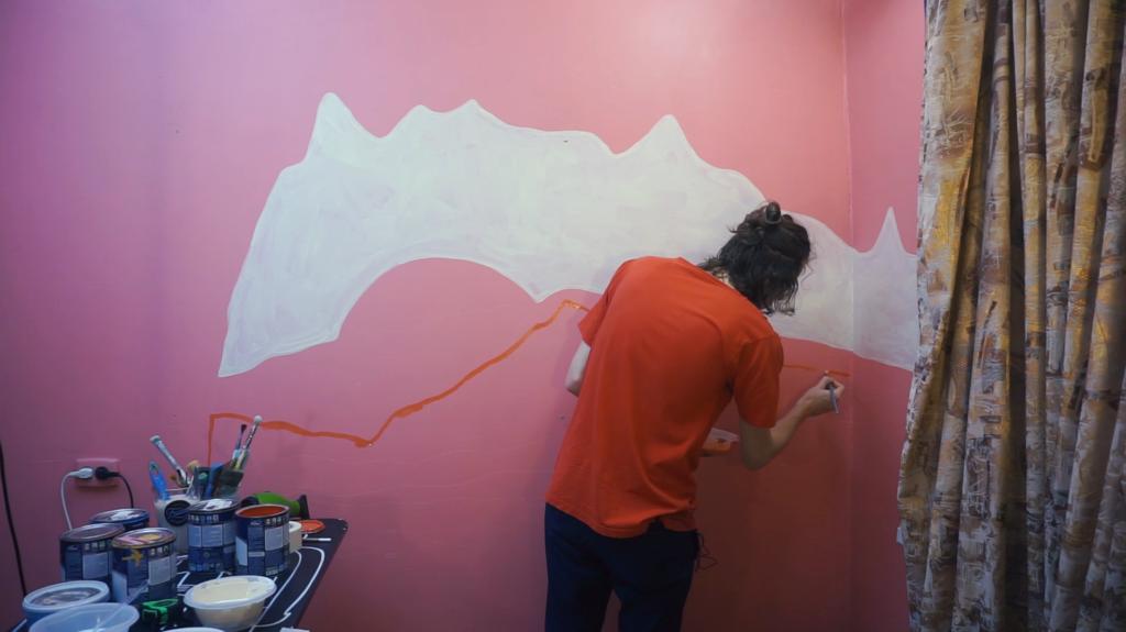 обрисовываем контур горы на стене