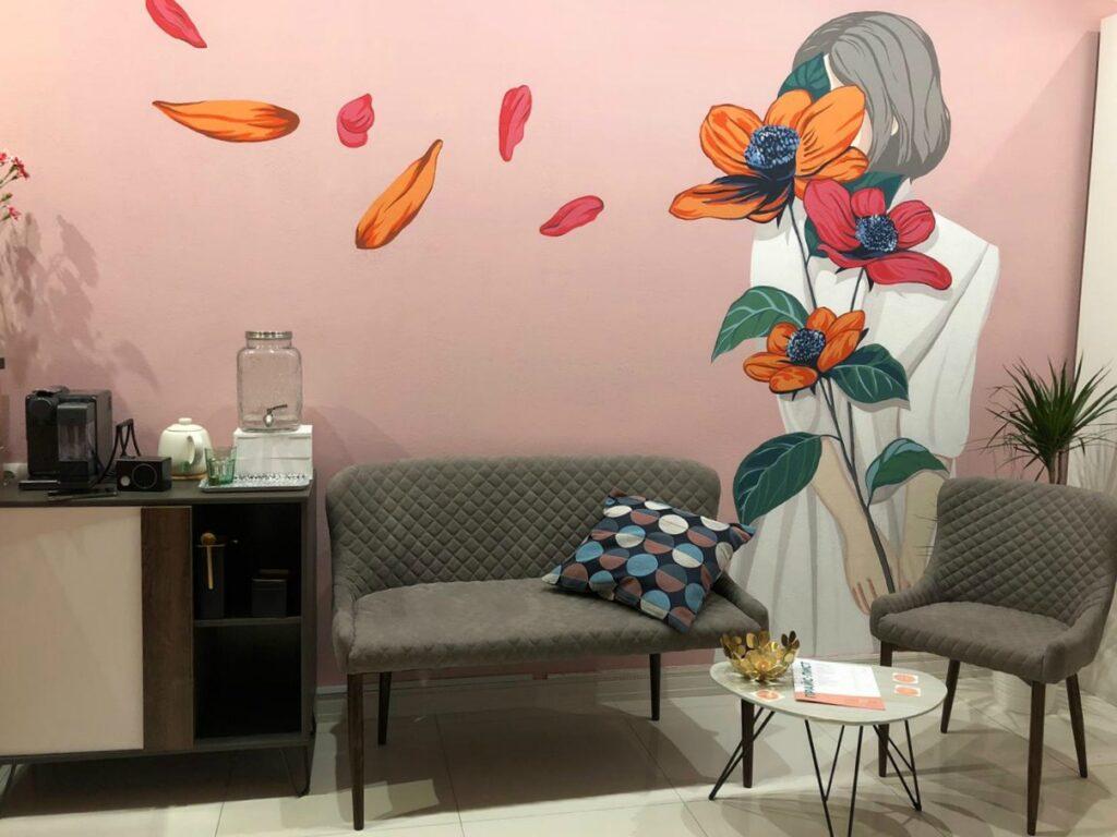 рисунок в салон красоты девушка с цветами