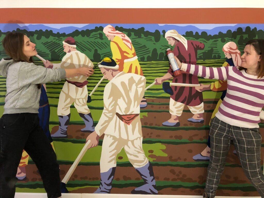 люди в поле рисунок на стене