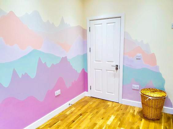 радужные горы на стене детской