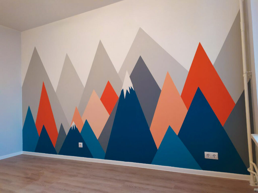 разноцветные горы на стене