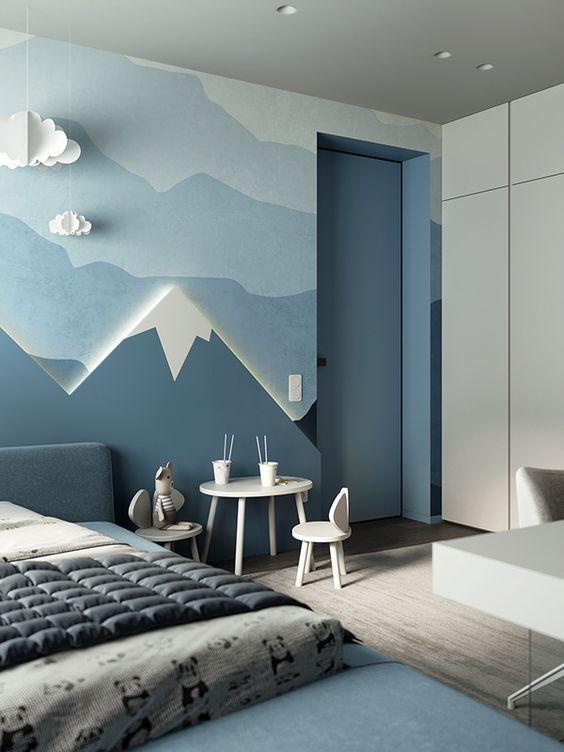 синие горы на стене детской